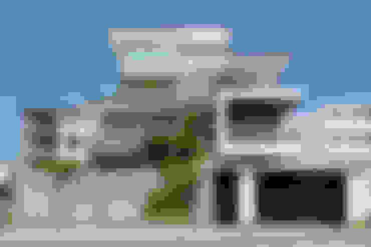 Biệt thự Sân vườn Mrs.Ngọc Thảo. KĐT VCN Phước Hải, P. Phước Hải, tp. Nha Trang. Nhiếp ảnh: Quang Dam:  Nhà by Cty TNHH MTV Kiến trúc, Xây dựng Phạm Phú & Cộng sự - P+P Architects