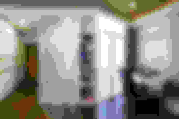 Biệt thự Sân vườn Mrs.Ngọc Thảo. KĐT VCN Phước Hải, P. Phước Hải, tp. Nha Trang. Nhiếp ảnh: Quang Dam:  Phòng khách by Cty TNHH MTV Kiến trúc, Xây dựng Phạm Phú & Cộng sự - P+P Architects