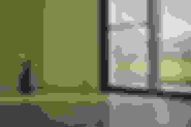 綠海之境,一步之遙:  窗戶 by 青川室內設計有限公司