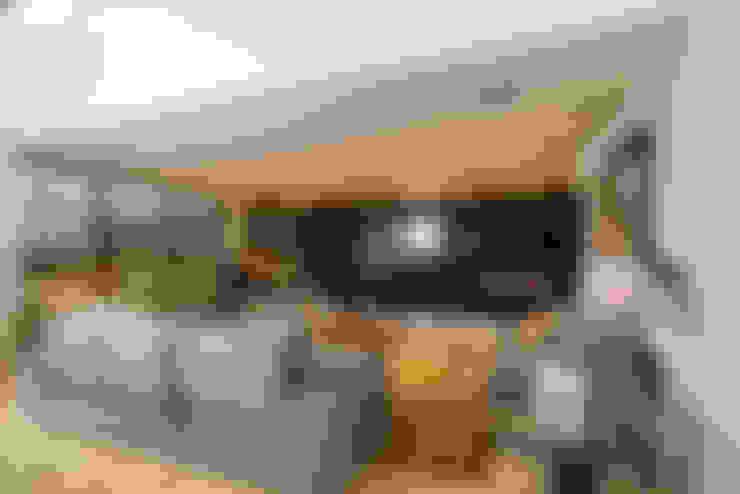 Media room by Danielle Valente Arquitetura e Interiores