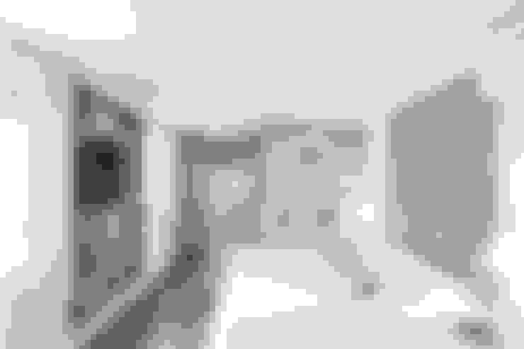 JJT00 | Suíte Casal: Quartos  por Kali Arquitetura