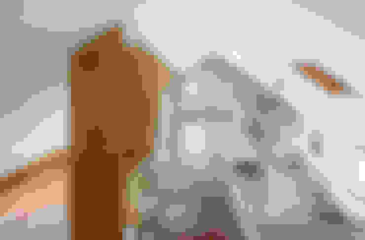 Pasillos y vestíbulos de estilo  por (주)유타건축사사무소