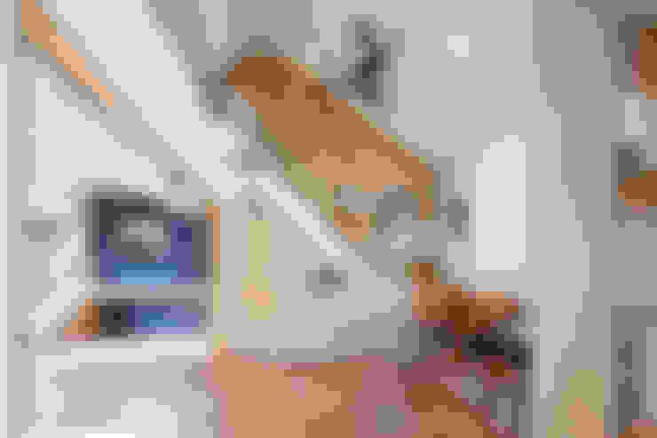 Living room by (주)유타건축사사무소