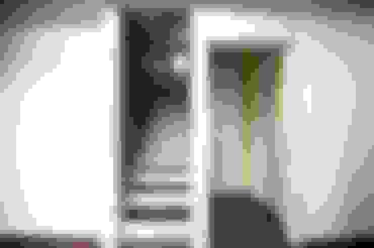 Corridor & hallway by 피앤이(P&E)건축사사무소