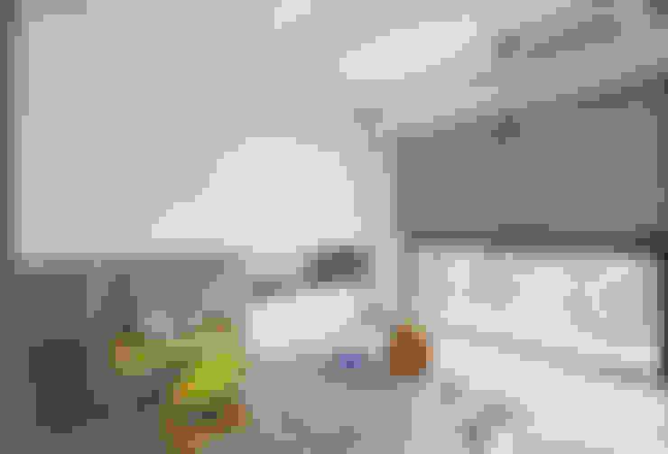 兒童房:  臥室 by 極簡室內設計 Simple Design Studio