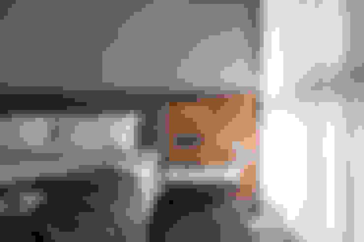 竹北-賦格律-解宅:  臥室 by 極簡室內設計 Simple Design Studio