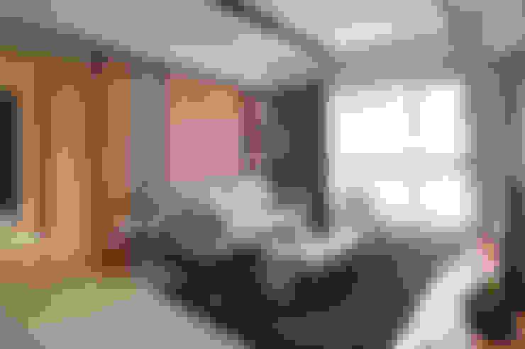 غرفة المعيشة تنفيذ 珍品空間設計   JP SPACE  DESIGN STUDIO