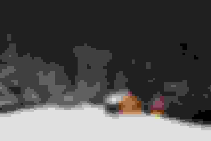 Ferienhaus in Winterlandschaft:  Holzhaus von Tanja Mason Fotografie