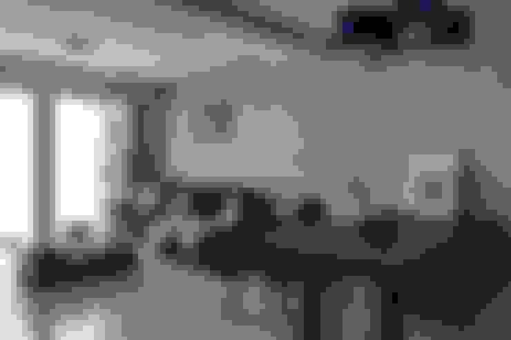 蔚藍純淨:  客廳 by 凡岩建築空間整合