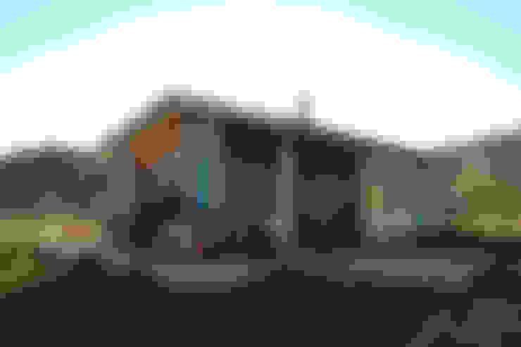 Fachada nor oriente: Casas unifamiliares de estilo  por casa rural - Arquitectos en Coyhaique