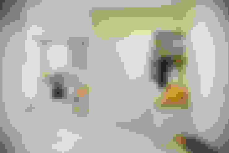 走廊 & 玄關 by Студия архитектуры и дизайна Дарьи Ельниковой