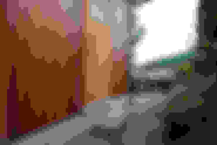 Pasillos y vestíbulos de estilo  de 丸菱建築計画事務所 MALUBISHI ARCHITECTS