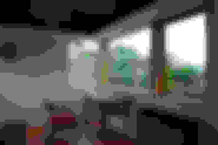 Ventanas de estilo  de 丸菱建築計画事務所 MALUBISHI ARCHITECTS