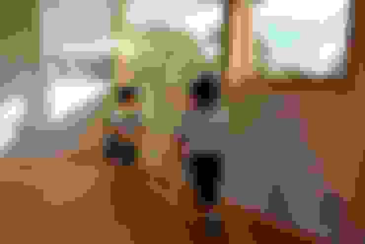 Windows by 丸菱建築計画事務所 MALUBISHI ARCHITECTS