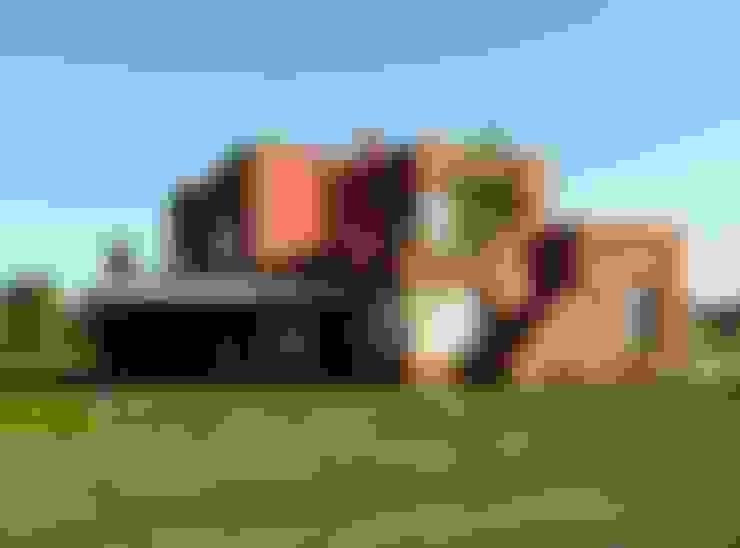 Casa en Haras San Pablo: Casas de campo de estilo  por Estudio Dillon Terzaghi Arquitectura - Pilar