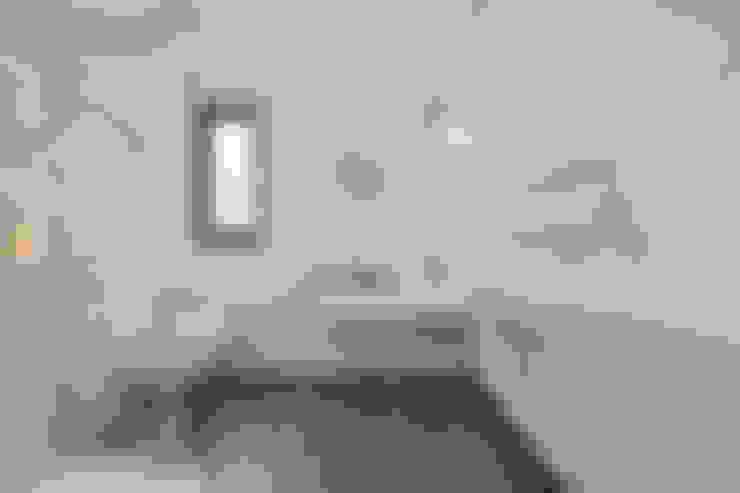 Case Study: Seven Stars Barn, Berkshire:  Bathroom by BathroomsByDesign Retail Ltd