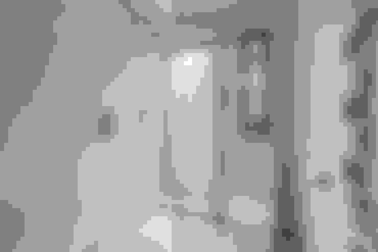 浴室 by BathroomsByDesign Retail Ltd
