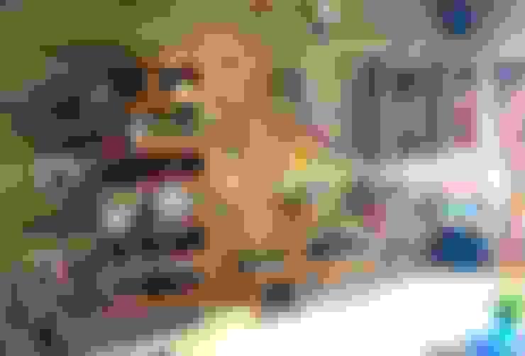 Mr. Siva Rangaswamy:  Living room by GREEN HAT STUDIO PVT LTD