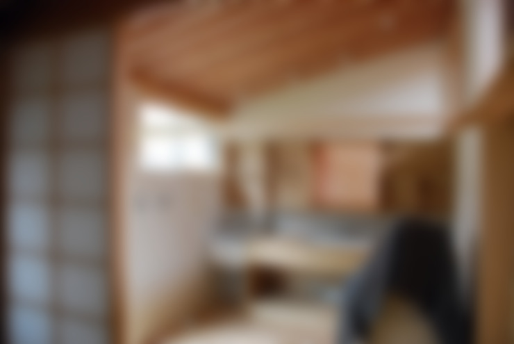 臥室 by 丸菱建築計画事務所 MALUBISHI ARCHITECTS