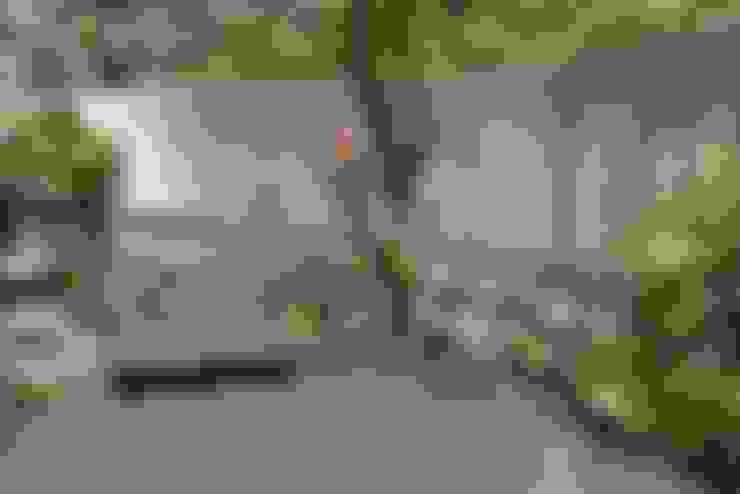 都市中的森林小徑:  庭院 by 大地工房景觀公司