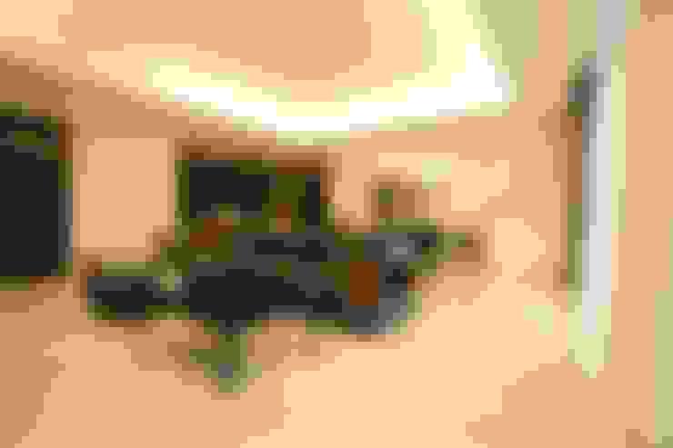Apartemen:  Corridor, hallway & stairs by Exxo interior
