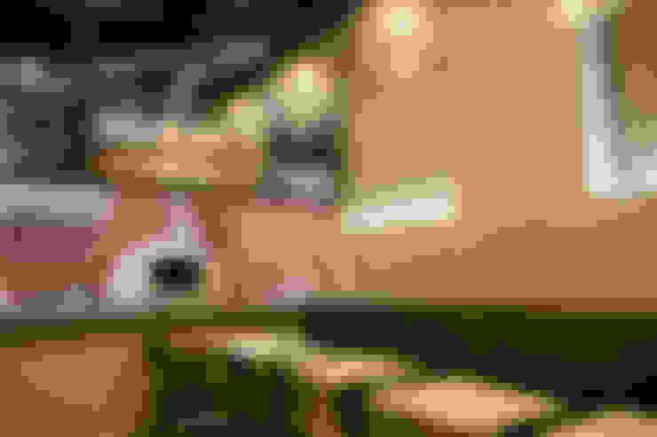 Pizzería la Roma: Paredes y suelos de estilo  por CASA DINAMICA | Arquitectos de Interiores | Bogotá