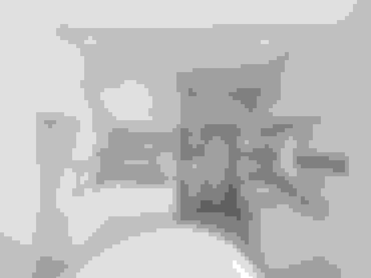 Cypress Villa(Penang):  Kitchen by Skilled Decor & Design