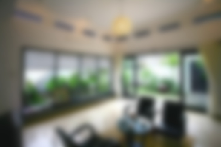 Thắm Đượm Nét Quê Trong Thiết Kế Nhà Phố 2 Tầng Ở Đà Nẵng:  Phòng khách by Công ty TNHH Xây Dựng TM – DV Song Phát