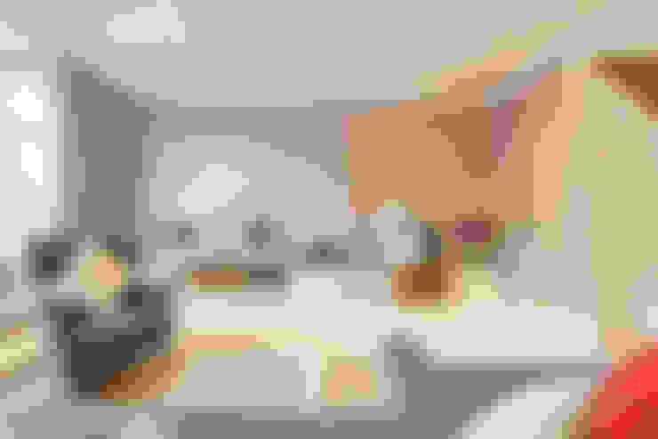 Salas / recibidores de estilo  por Timothy James Interiors