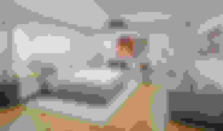 Casa Allea Master's Bedroom:  Bedroom by Constantin Design & Build