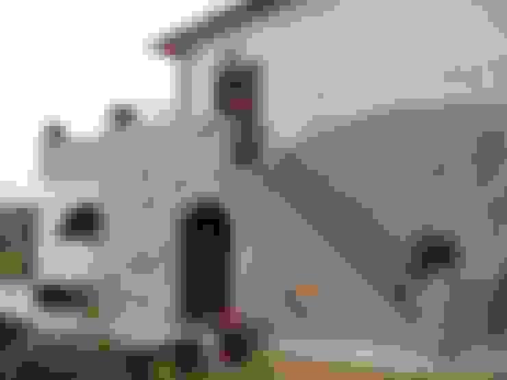 Recupero Gradile in pietra: Case in stile  di Arch. Della Santa Giorgio