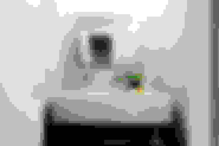 Casa de banho Serviço: Casas de banho  por CódigoDesign
