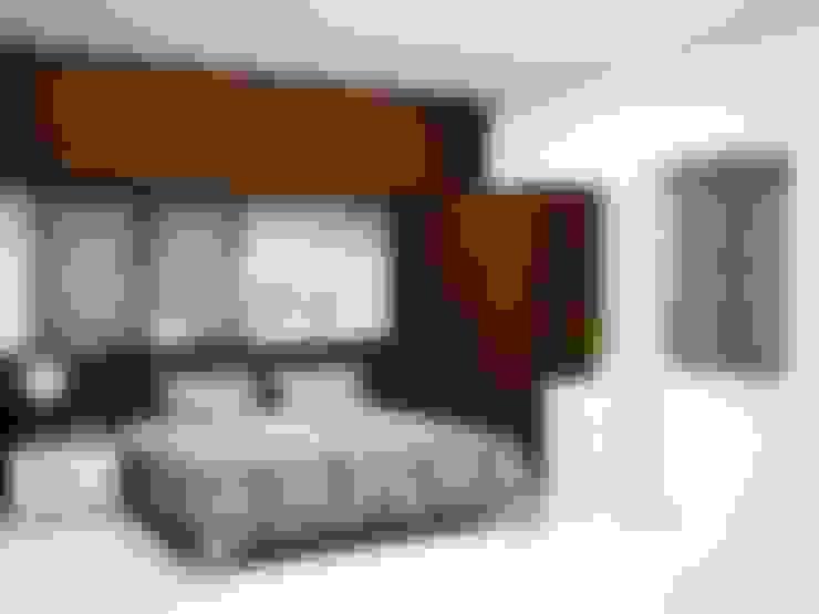 Dormitorios de estilo  por Inshows Displays Private Limited
