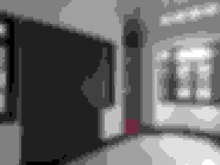 Living room by Kahuripan Architect