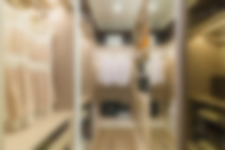 窗櫺借景 / 世代傳承:  更衣室 by 騰龘空間設計有限公司
