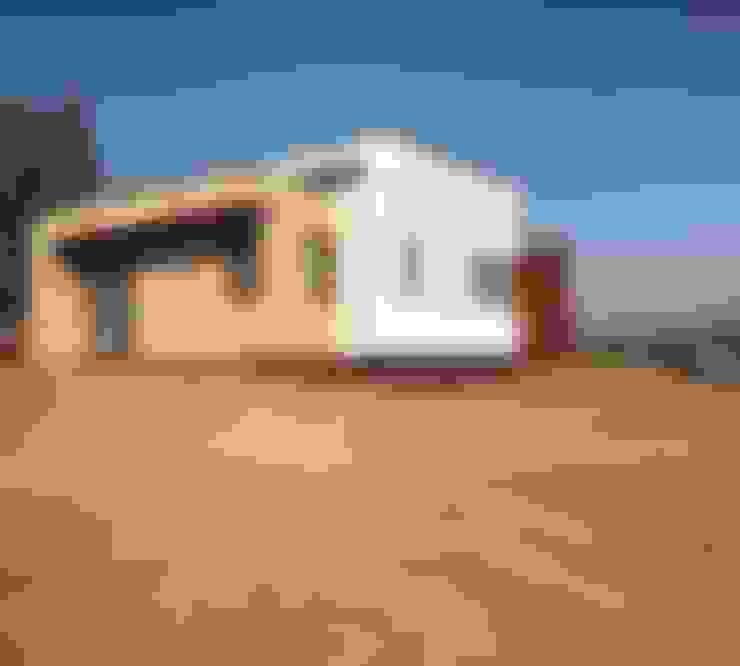 Fachada lateral Vivienda Premium 125m2 Fundo Loreto.: Casas unifamiliares de estilo  por Territorio Arquitectura y Construccion - La Serena