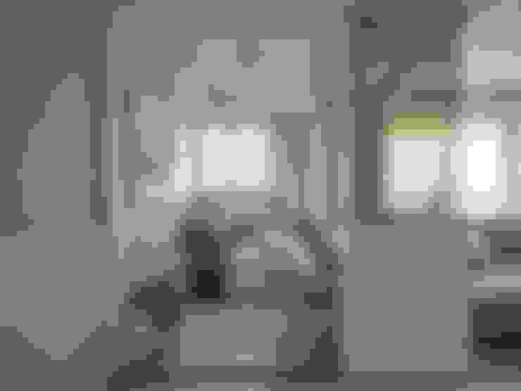 Living room by 辰林設計