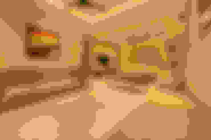 Mr Swapnil Choudhary:  Living room by GREEN HAT STUDIO PVT LTD