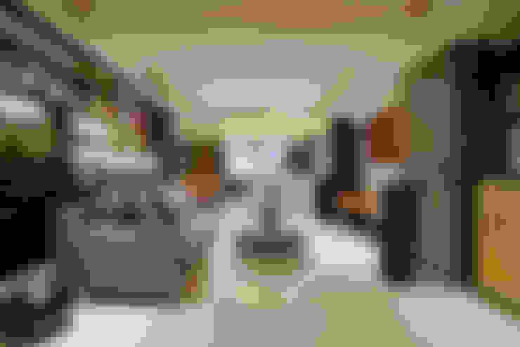 住空間-信義路:  客廳 by 青易國際設計