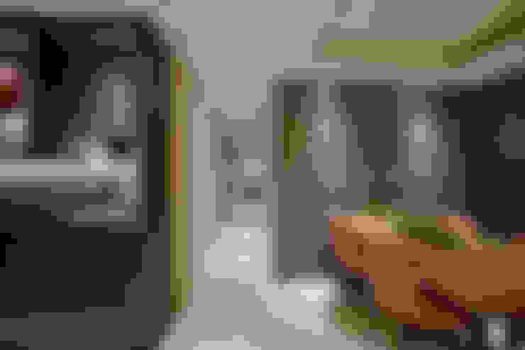 住空間-信義路:  走廊 & 玄關 by 青易國際設計
