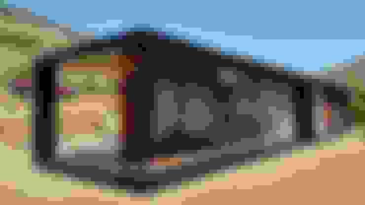 FACHADA PRINCIPAL : Casas de estilo  por arquiroots