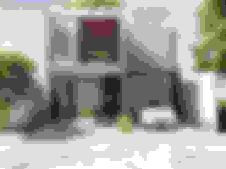Single family home by Grupo PAAR Arquitectos