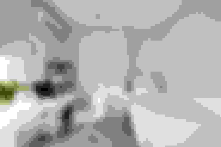 放。鬆宅 :  臥室 by 文儀室內裝修設計有限公司