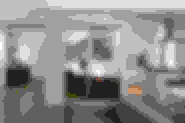 غرفة المعيشة تنفيذ Patrizia Burato Architetto