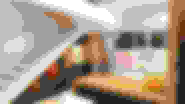 Escaleras de estilo  por Fuze Interiors