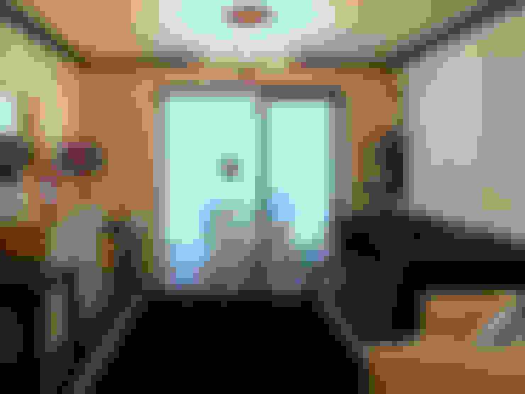 무채색을 사용한 거실: 더디자인 the dsgn의  거실
