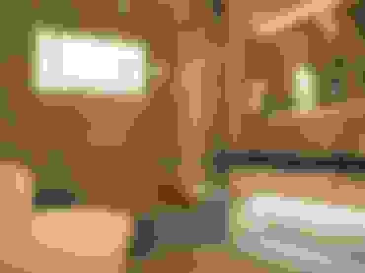 Subang Parkhomes:  Bathroom by Yucas Design & Build Sdn. Bhd.