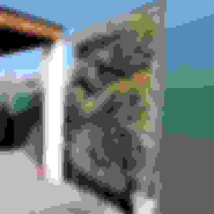 Muro verde: Casas de estilo  por Naturae