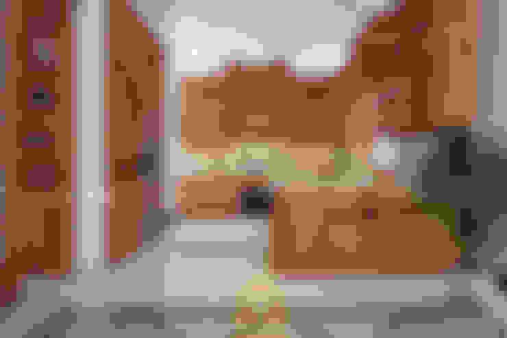 Tủ bếp tân cổ điển:  Tủ bếp by Nội thất Long Thành