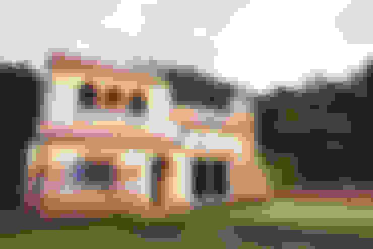 세월이 흘러도 변함없는 프로방스 주택: (주)메이드의  목조 주택